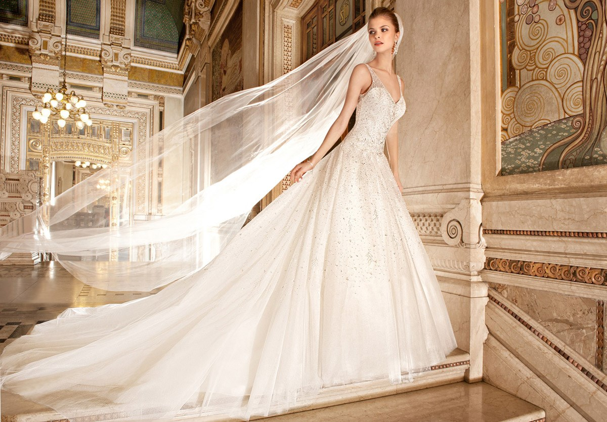 Robe de mari e ref 572 par demetrios collection 2015 for Collection de robe de mariage disney
