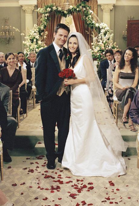 La série culte a célébré de nombreux mariages dont celui de Monica et Chandler. Friends, saison 8.