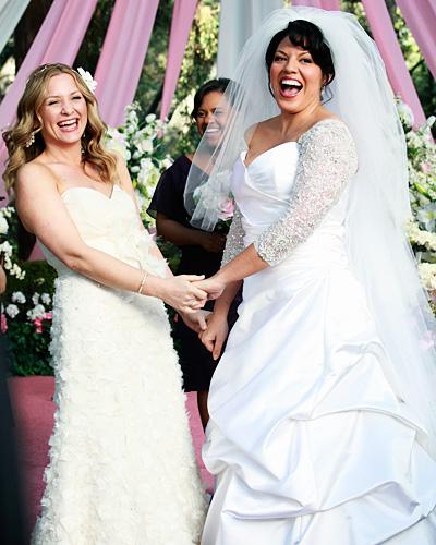 Callie et Arizona célèbrent leur mariage dans deux sublimes robes blanches ! Grey's Anatomy, saison 7.