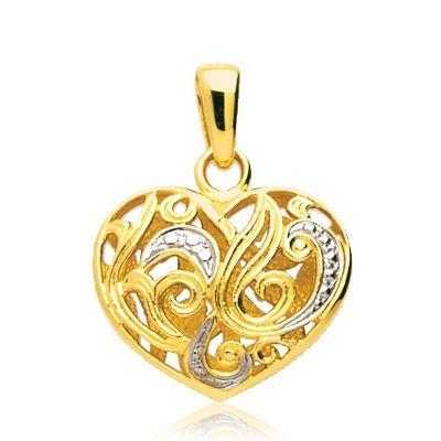 Sur ce bijou également, on retrouve des formes entrelacées. Je fonds pour ce pendentif en forme de cœur ciselé. J'admire le travail qui a été réalisé dessus. Trois petites vague de strass viennent donner un petit plus au collier. Pendentif cœur en or jaune 18k, Mon diamant, 390 euros.
