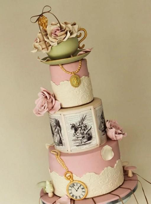 Matrimonio Alice In Wonderland : Le g teau de mariage d alice au pays des merveilles