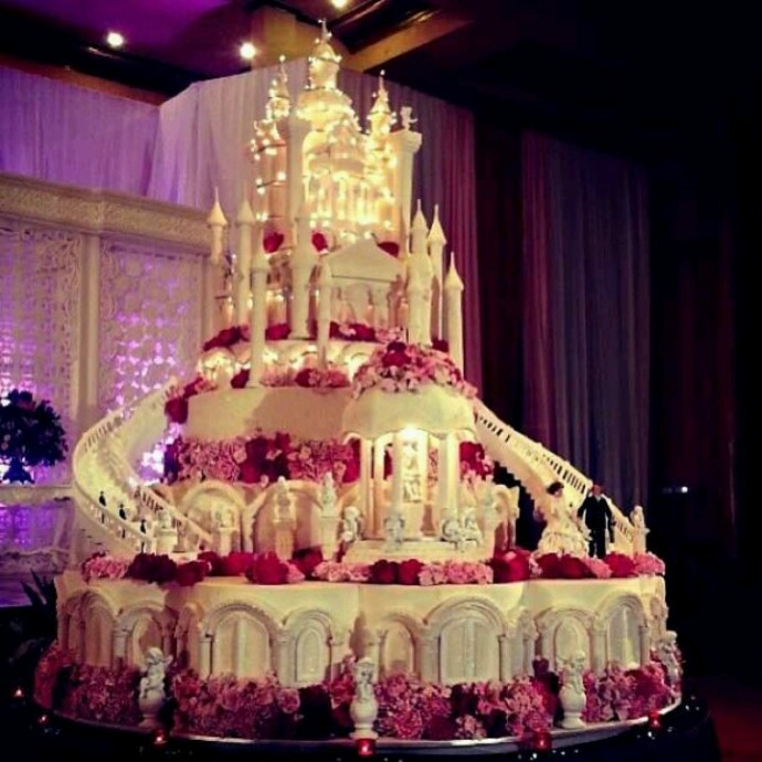 gateau de mariage immense