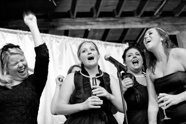 10 jeux qui cartonneront votre mariage - Jeu des chaises musicales mariage ...