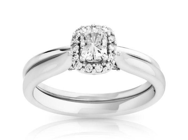 ... . Alliance en or blanc 750 et diamants, Maty, 995 euros en soldes