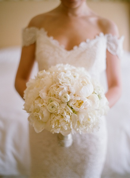 Elizabeth Messina Photography un bouquet tout en blanc