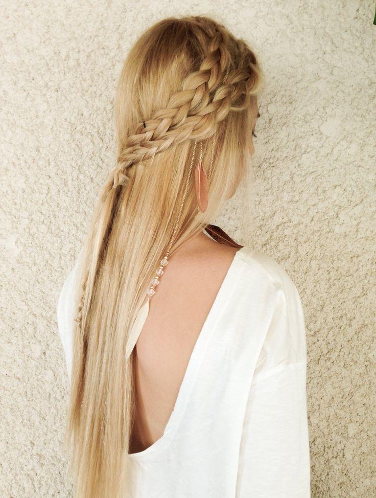Pour celles qui ont les cheveux très longs, on adore cette coiffure bohème ! Les