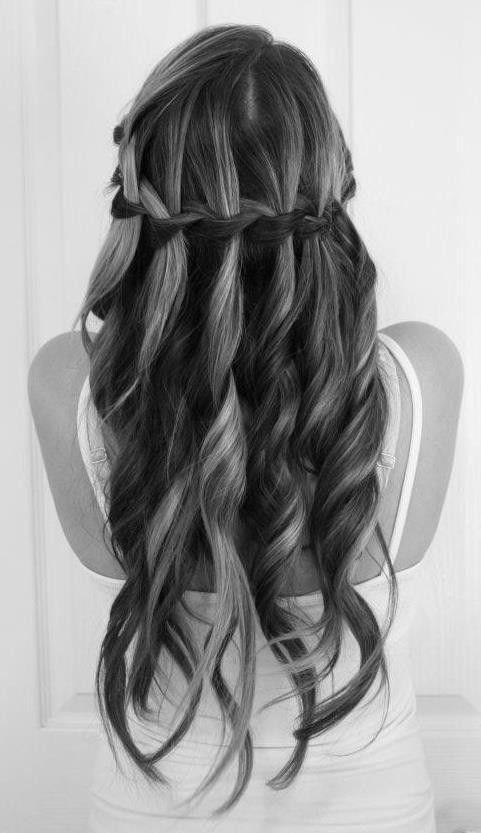 si les fleurs dans les cheveux ce nest pas trop votre truc que - Coiffure Mariage Cheveux Mi Long Lachs