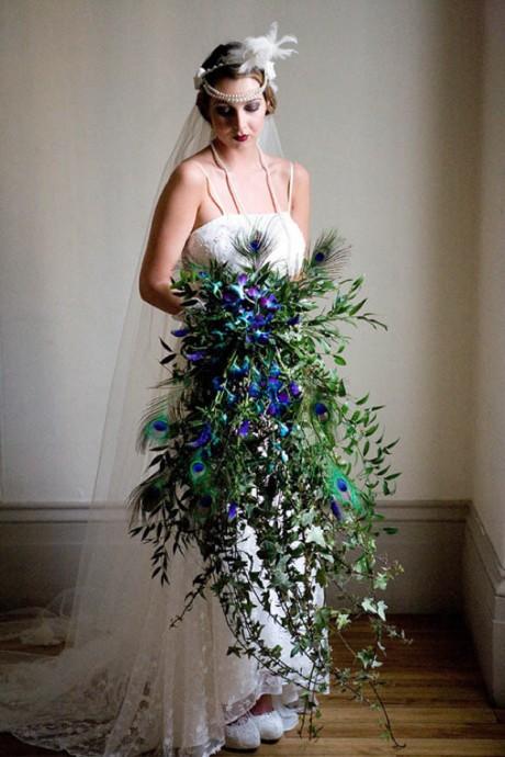 bouquet de fleurs en cascade pour un look vintage ok