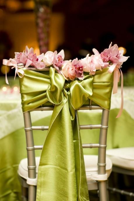 deco chaise repas mariage tissus et fleurs