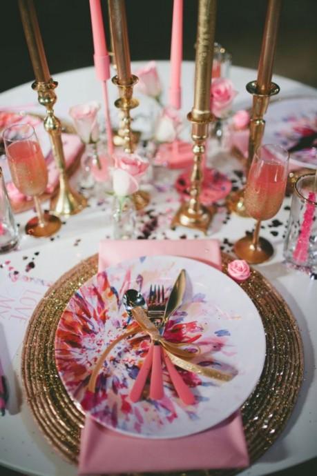 10 id es joyeuses pour glisser de la vaisselle mutlicolore sur vos tables de mariage. Black Bedroom Furniture Sets. Home Design Ideas