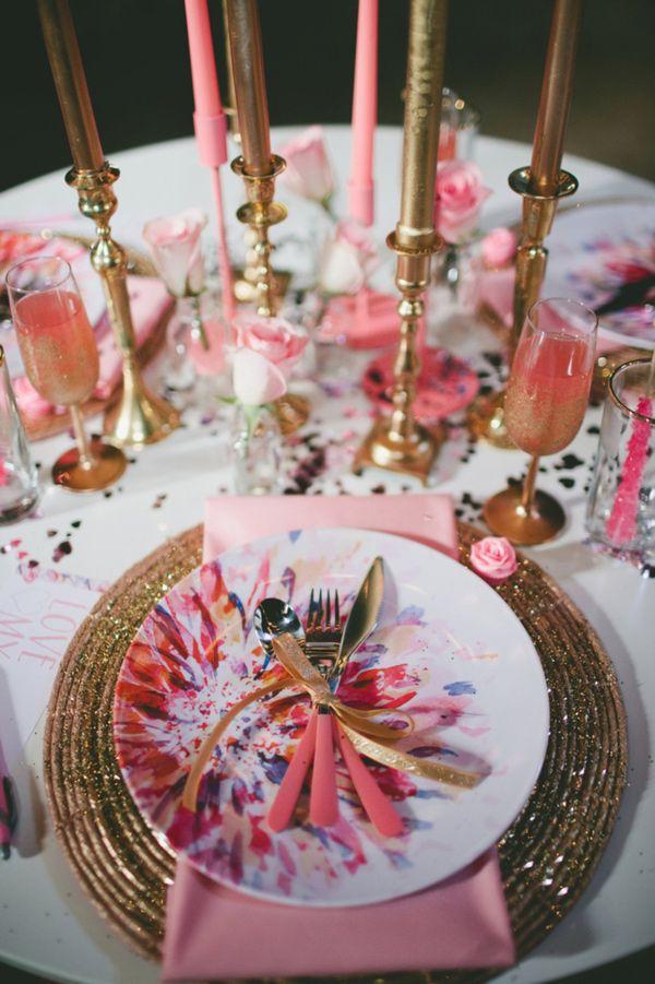 10 id es joyeuses pour glisser de la vaisselle mutlicolore sur vos tables de mariage page 2. Black Bedroom Furniture Sets. Home Design Ideas