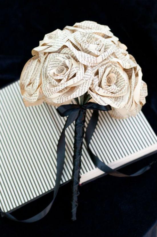4 astuces pour recycler des pages de livre en d coration de mariage. Black Bedroom Furniture Sets. Home Design Ideas