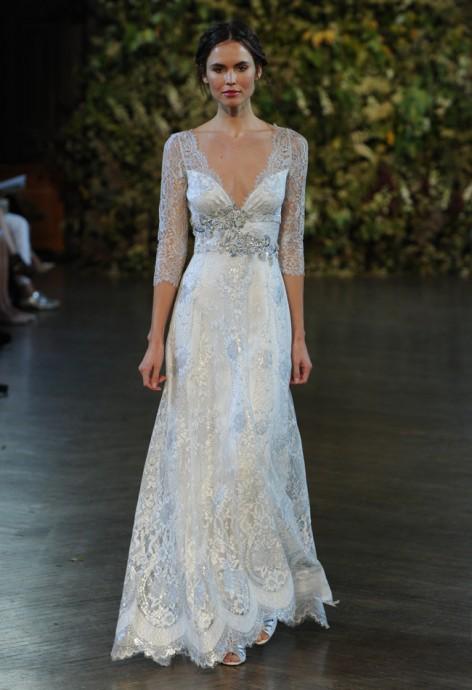 Délicatement bleutée, cette robe de la collection 2015 de Claire Pettibone s'accordera très bien à vos yeux bleus et/ou à vos cheveux chatains.