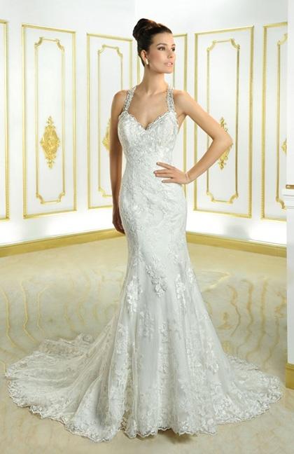 La robe de la marque Cosmobella s'accorde parfaitement pour les grandes futures mariées à la poitrine généreuse.