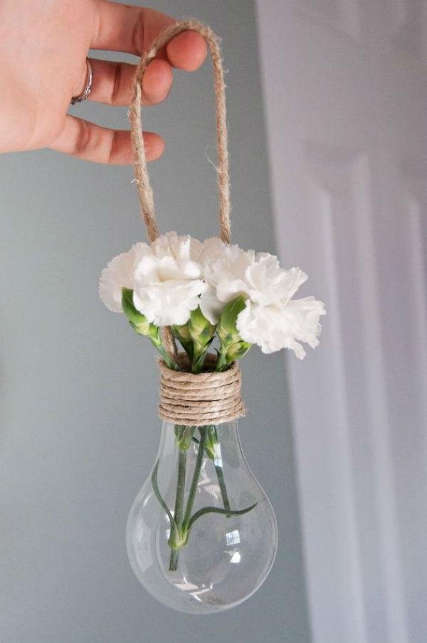 idées de décoration grâce au recyclage dampoules - Mariage.com