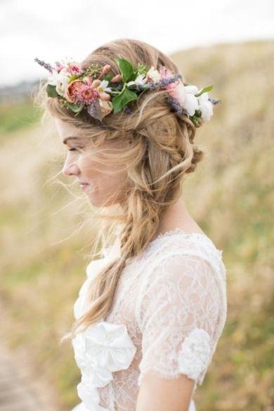 mariee avec couronne de fleurs
