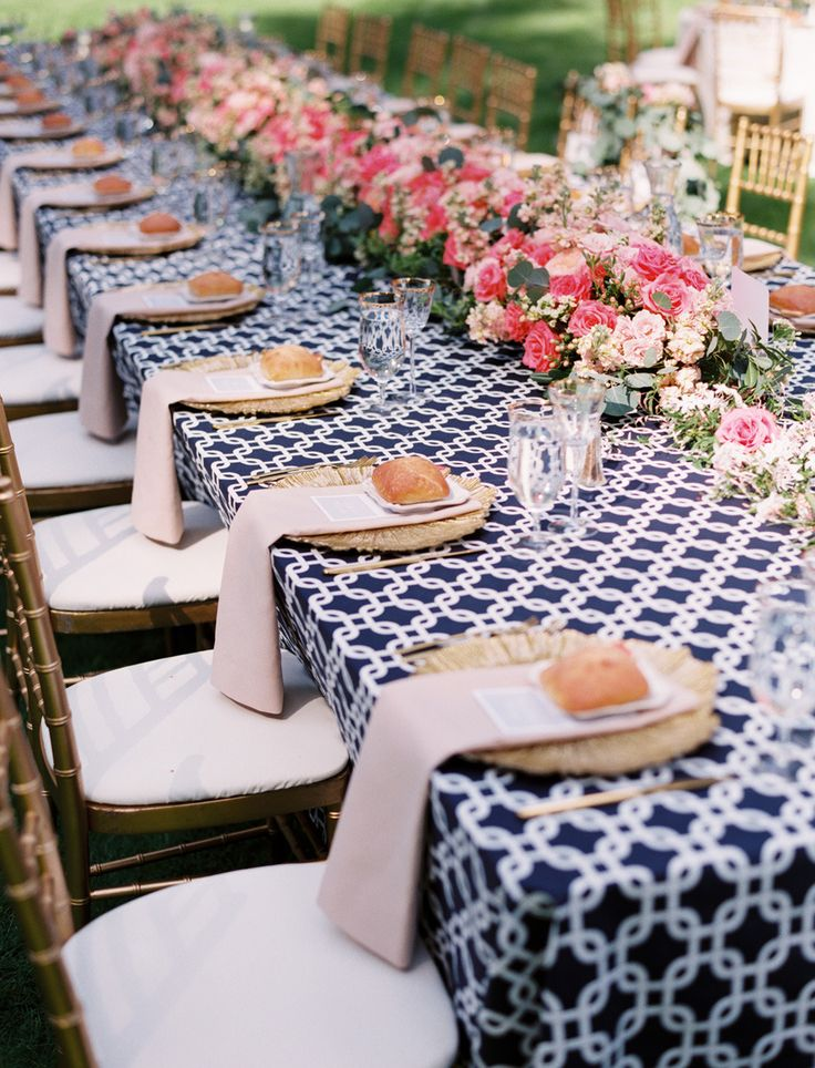 table de reception mariage navy and pink