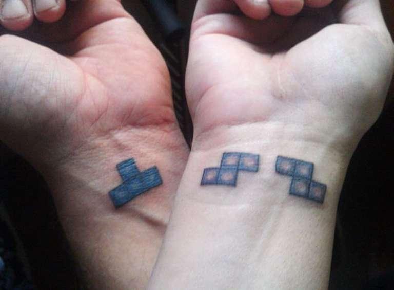 tatouages couple carre