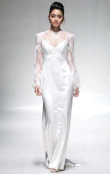 Emma Hunt nous propose sa version manches longues de la robe empire - modèle Claudie