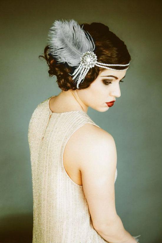 Les mari es sont belles avec des plumes dans les cheveux for Qu est ce qu une robe de trompette
