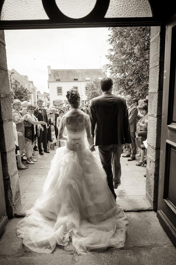 alexandra et julien de dos mariage bretagne et romantique