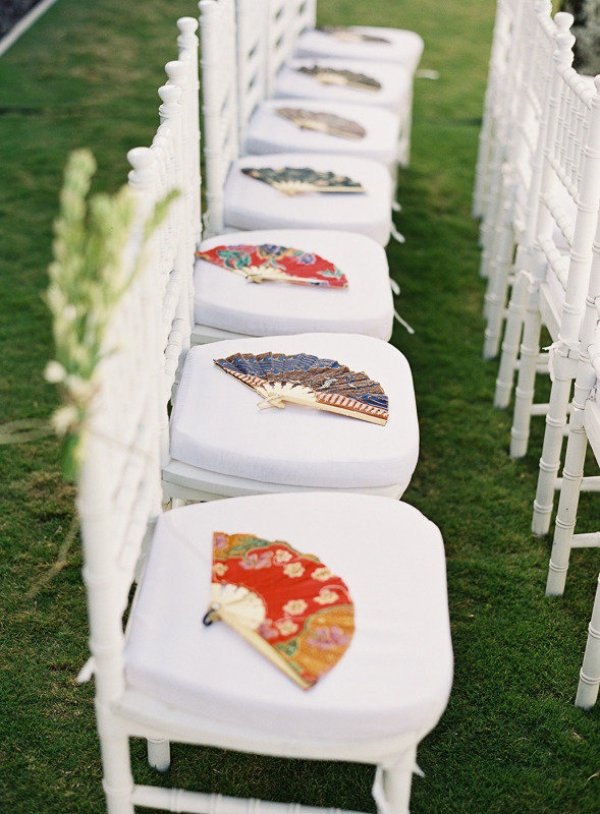 chaises mariage eventails