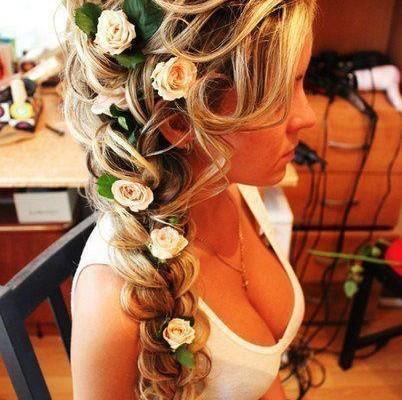 coiffure mariage tresse et roses