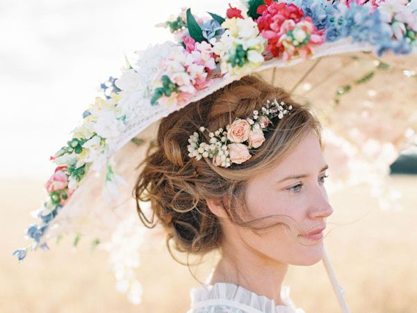 mariee avec ombrelle fleurie