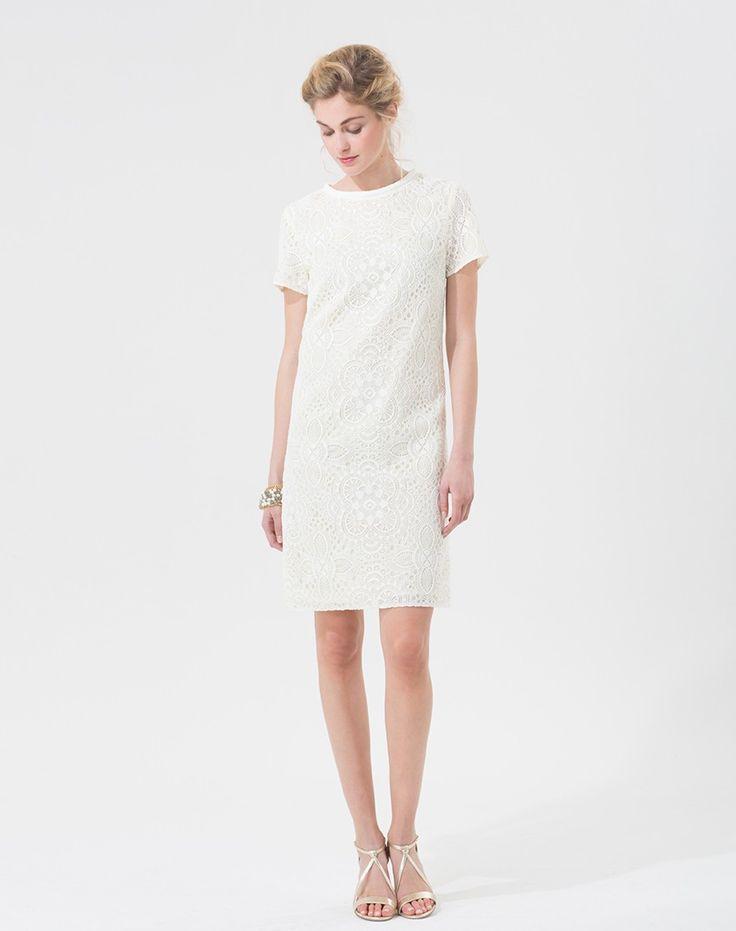 On adore cette robe très classique mais pleine de charme, trouvée chez 1 2 3, au prix tout doux de 149 €. La robe idéale pour un mariage sobre et élégant ! Robe écrue en guipure Aloe. Références : 646301380.