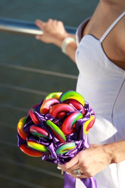 Un bouquet, lui aussi, rempli de sucette pour donner une vraie touche de couleur à votre tenue !