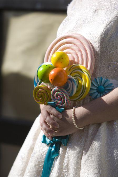 Retombez en enfance avec ce bouquet rempli de sucettes.