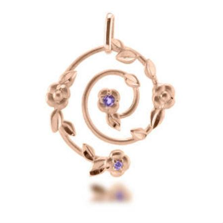 On commence cette sélection par un pendentif en or rose et améthyste, que vous pourrez facilement porter avec une chaîne simple du même métal. Sur une spirale toute en rondeurs sont déposées de petites fleurs et leurs pétales. Deux d'entre elles ont en leur centre une pierre violette. Voilà un bijou qui donnera de la couleur à votre tenue sans être extravagant. Pendentif or rose améthyste, signé Leonardo Ranucci pour Le manège à bijoux, 138,80 euros.