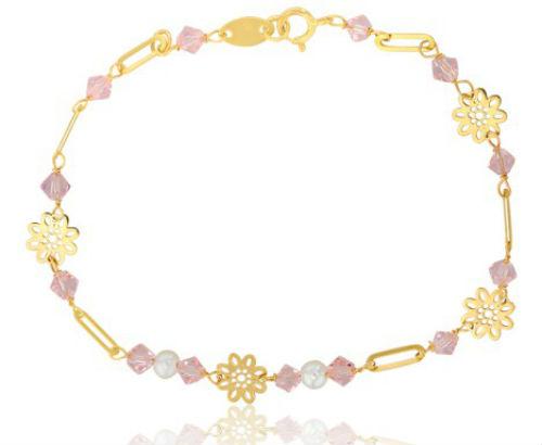 Toujours dans les teintes rosées, on fond pour ce bracelet. Le fermoir, les maillons ainsi que les fleurs à 8 pétales sont en or jaune. On aime l'idée d'alterner ce motif floral avec des perles de verre rose. Cela donne de la couleur et de la féminité à ce bracelet très printanier. Le résultat est superbe, n'est-ce pas ? Bracelet fleurs et perles or jaune – Lucas Lucor, Ocarat, 135 euros.