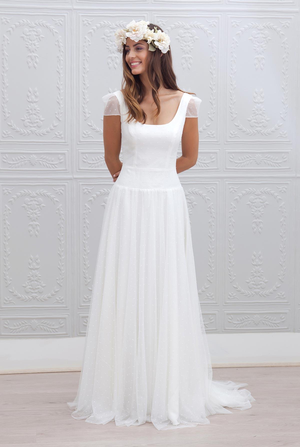 robe de mari e simple et elegante id es et d 39 inspiration sur le mariage. Black Bedroom Furniture Sets. Home Design Ideas
