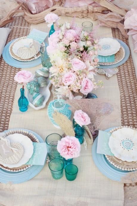 Bleu givré, bleu turquoise, azurin, les tons de bleu pastels sont nombreux et s'accordent bien avec un thème nautique.