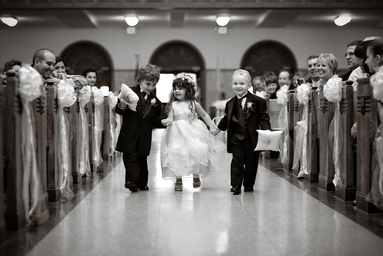 qui apporte les alliances au mariage