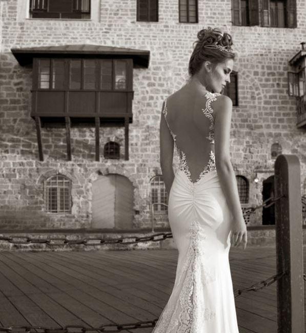10 Robes Sexy Qui Ont Lart De Dévoiler Le Dos De La Mariée