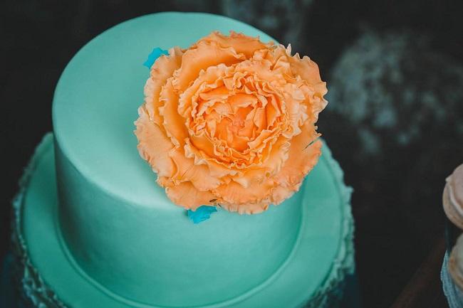 shooting inspiration gateau de mariage turquoise et peche