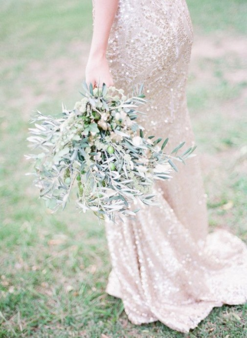 Un bouquet de mariée tout de feuilles pour un mariage hippie chic ou rustique, nous, on est fan.
