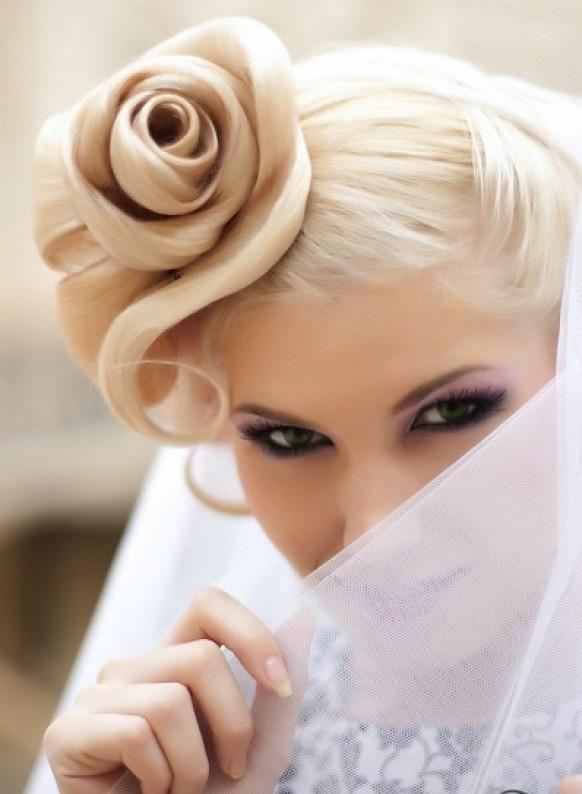 Coiffure en rose pour la mariee