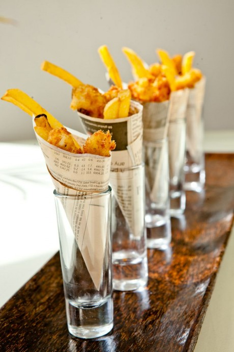 De la junkfood qui se met sur son 31, c'est possible ! Des jolis verres, des cornets de journaux et de belles frites dorées et croustillantes.