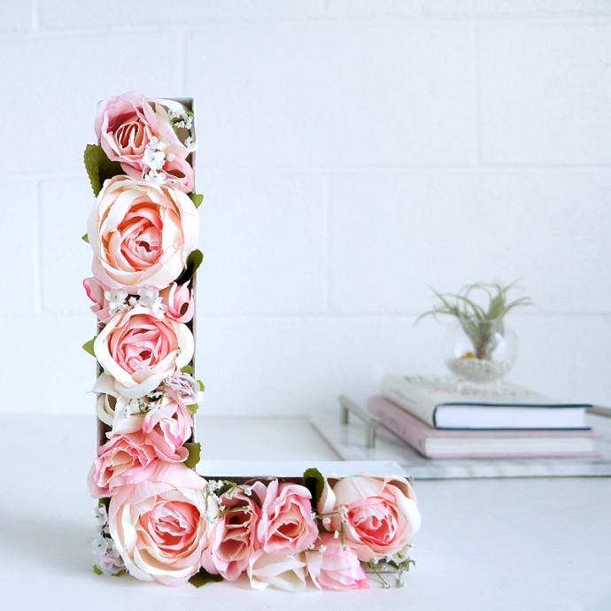 Diy des lettres fleuries pour d corer un mariage champ tre - Lettre de decoration ...
