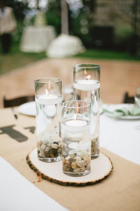 bougies et petits cailloux