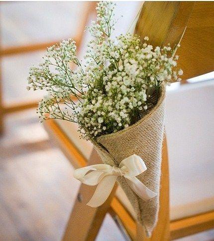 Le cornet en tissu, on adore ! Relié avec un joli ruban, il pourra parfaitement servir pour y mettre des fleurs des champs pour un esprit nature et champêtre !