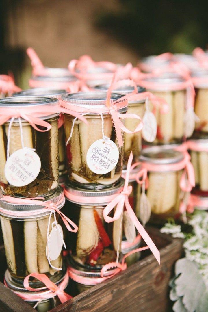Cheap Wedding Favor Ideas Pinterest : Des cornichons piquants dans des petits bocaux ? Totalement cocasse ...