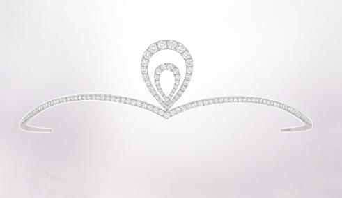 Tout en finesse du côté de Chaumet qui nous propose un diadème léger et scintillant. Moins imposant qu'une véritable couronne de princesse mais couvert de diamant vous serez une mariée plus discrète mais très chic ! Ornement de tête collection Joséphine, Chaumet.