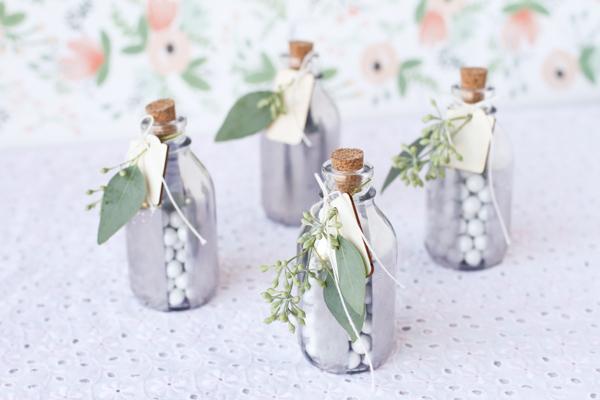 DIY : de jolies fioles argentées pour glisser les dragées