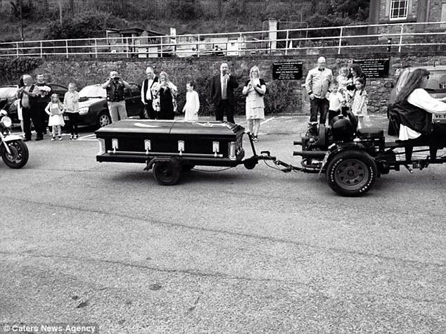 news arrive a son mariage dans un cercueil 3