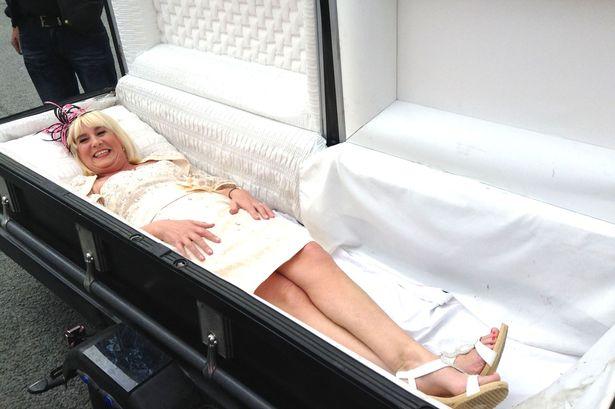 news arrive a son mariage dans un cercueil 4