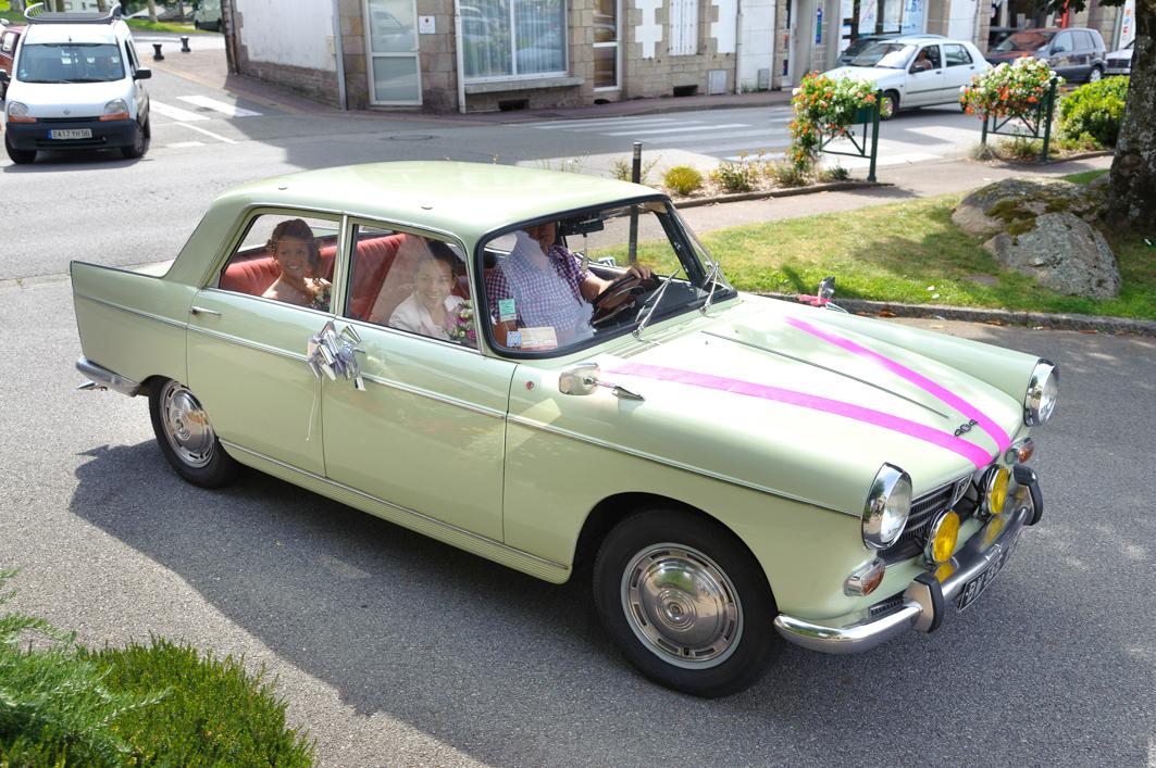 portrait - voiture des mariés
